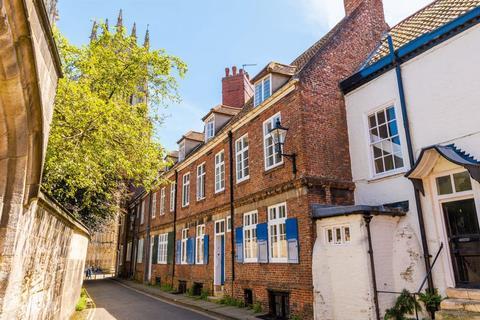 3 bedroom townhouse to rent - Precentors Court, York