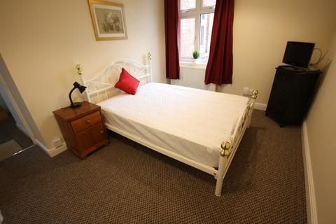 1 bedroom property with land to rent - Bishop Street