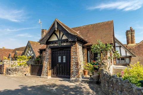2 bedroom character property for sale - Tudor Close, Dean Court Road, Rottingdean, Brighton BN2