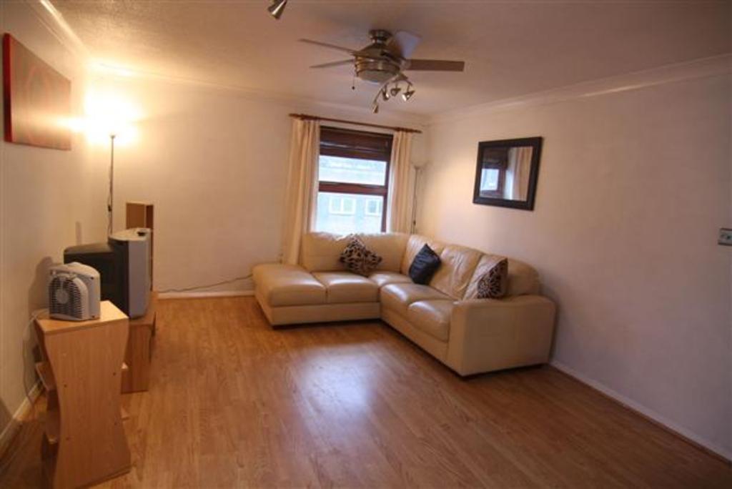 2 Bedrooms Flat for sale in Hoegate Street