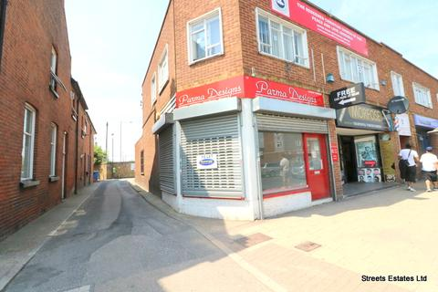 Retail property (high street) to rent - High Street, Strood ME2