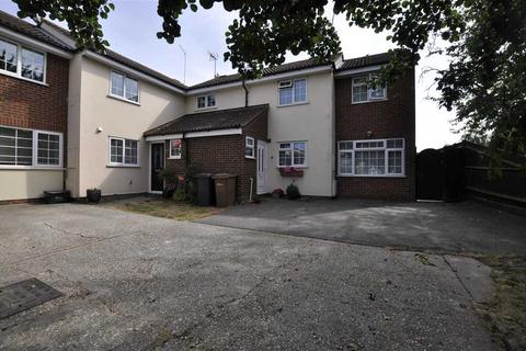 4 bedroom semi-detached house for sale - Paddock Drive, Springfield