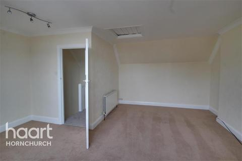 2 bedroom flat to rent - Broadway Parade, Hornchurch