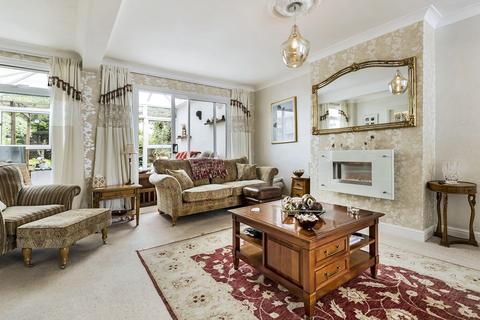 4 bedroom semi-detached house for sale - Beechcroft Avenue, Barnehurst, Kent, DA7