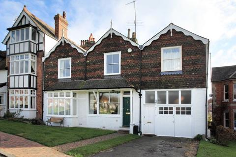 4 bedroom property to rent - SOUTHBOROUGH