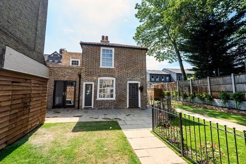 2 bedroom cottage for sale - High Street , Wanstead