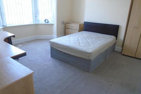 4 bedroom end of terrace house to rent - Platt Lane, MANCHESTER M14