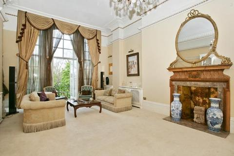 4 bedroom apartment for sale - Albert Hall Mansions, Kensington Gore, London, SW7