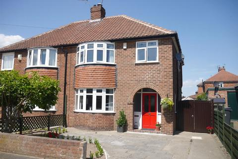 3 bedroom semi-detached house for sale - Grayshon Drive, York
