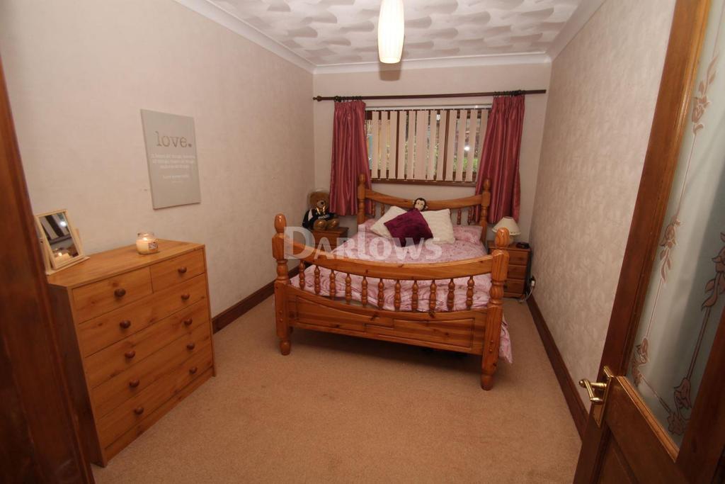 3 Bedrooms Bungalow for sale in The Oaks, Llantwit fardre