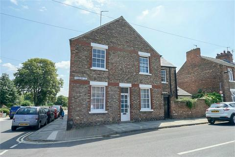 2 bedroom end of terrace house for sale - Finsbury Street, York