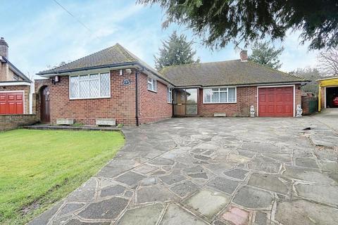 2 bedroom detached bungalow for sale - Windrush Close, Ickenham, UB10