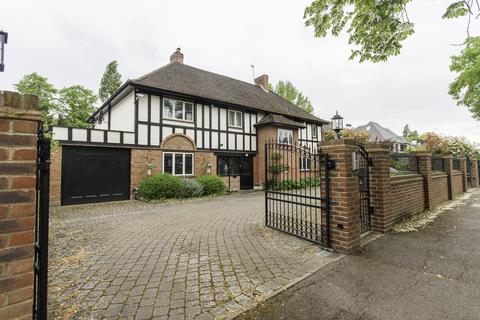 5 bedroom detached house for sale - The Avenue, Pinner, HA5