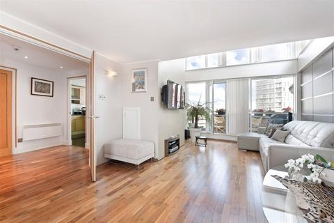 3 bedroom flat to rent - Greenfell Mansions, Glaisher Street, London, SE8