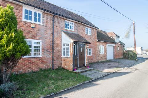 3 bedroom cottage for sale - The Drive, Ickenham, UB10