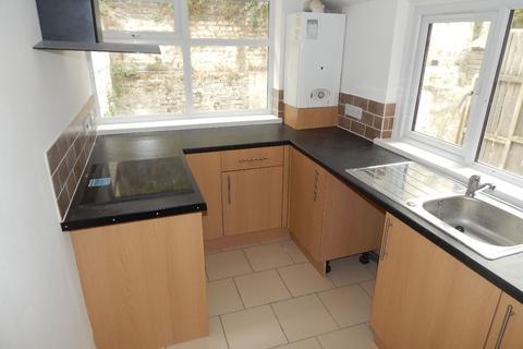 1 bedroom flat to rent - Basement Flat Avenue Road