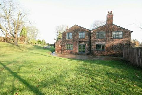 4 bedroom detached house to rent - Lymm Road, Little Bollington