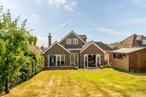 5 bedroom detached house to rent - Guildford