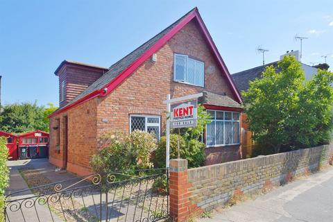 3 bedroom detached house for sale - Warwick Road, Whitstable