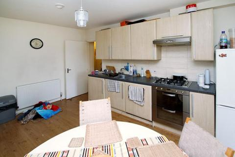 2 bedroom flat to rent - Western Avenue