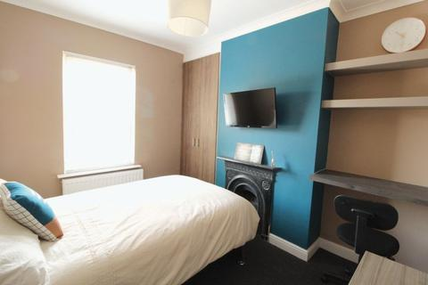 1 bedroom terraced house to rent - Town Centre, Lovely Double Room