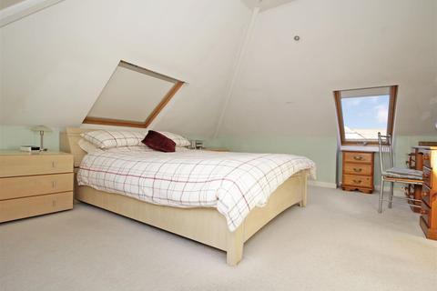 4 bedroom detached bungalow for sale - Bedonwell Road, Bexleyheath