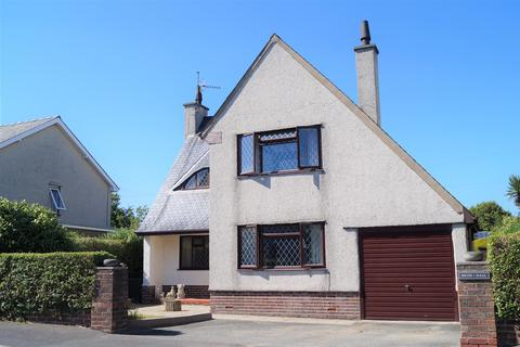 3 bedroom detached house for sale - Manor Avenue, Pwllheli