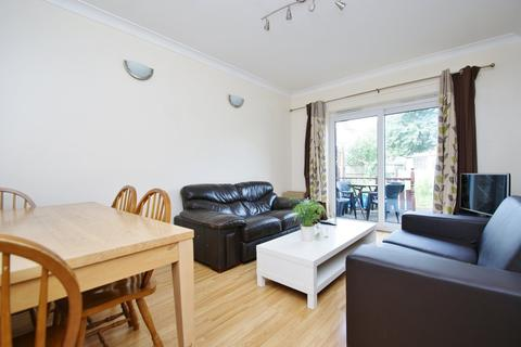 4 bedroom terraced house to rent - Braybrook Street, East Acton