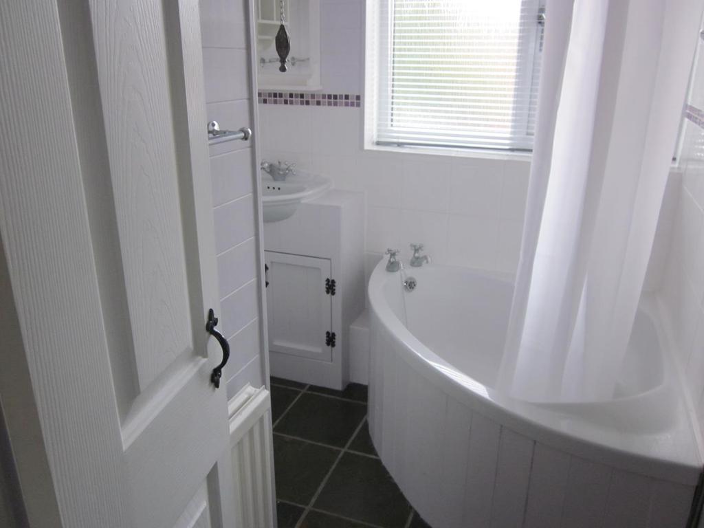 Malthouse 24 bathroom 2