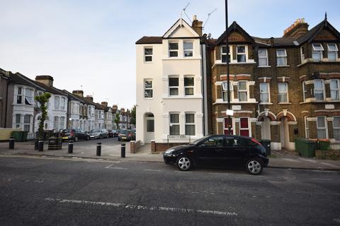 6 bedroom end of terrace house for sale - Rabbits Road, Manor Park E12