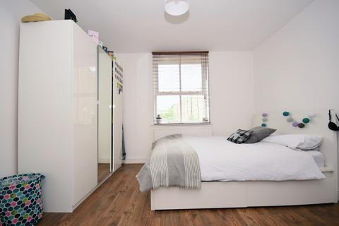 Studio to rent - 58 Summercourt Road, Whitechapel E1