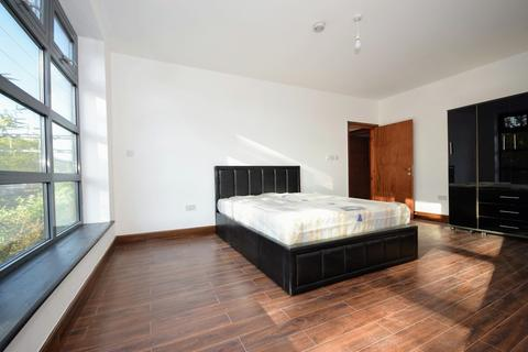 4 bedroom apartment to rent - Morville Street, Bow E3