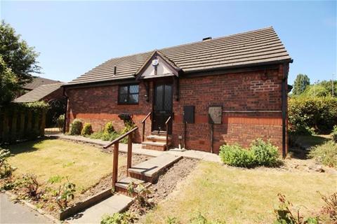 2 bedroom detached bungalow for sale - Harewood Way, Bramley, LS13