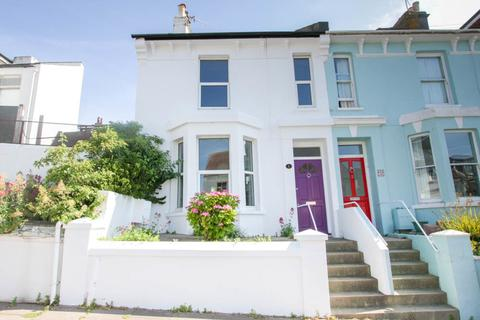 3 bedroom end of terrace house for sale - Cuthbert Road, Brighton