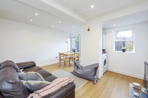 4 bedroom terraced house to rent - Hereward Road