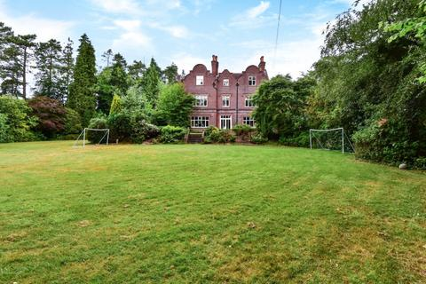 7 bedroom country house for sale - Churt Road, Hindhead