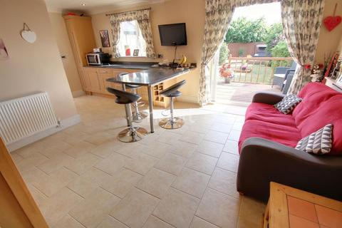 3 bedroom semi-detached house for sale - Leicester