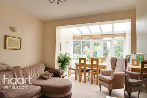 4 bedroom detached house to rent - Churston Drive