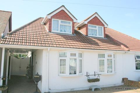 3 bedroom semi-detached bungalow to rent - Chatham, Kent ME5