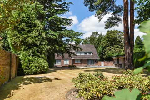 4 bedroom detached house for sale - St George`s Hill