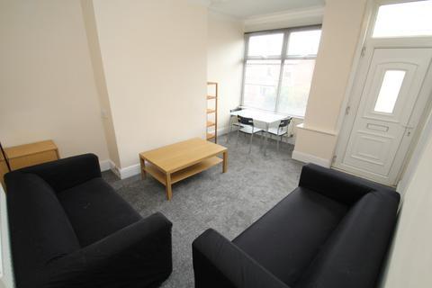 3 bedroom terraced house to rent - Woodside Place, Leeds, LS4