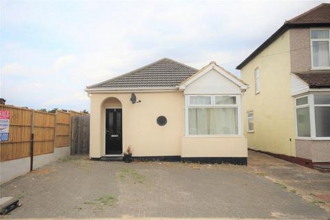 2 bedroom detached bungalow for sale - Wilfred Avenue, Rainham, Essex