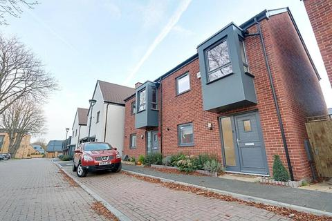 3 bedroom end of terrace house to rent - Willoughby Avenue, Uxbridge, UB10