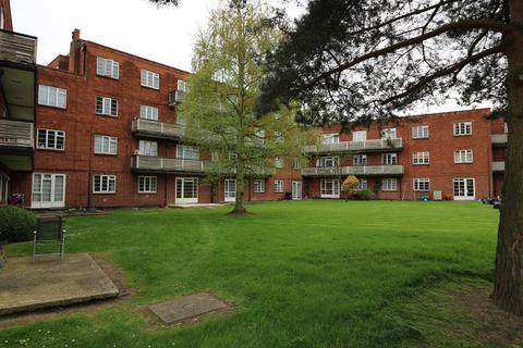 3 bedroom ground floor flat to rent - Garden Close, RUISLIP, HA4