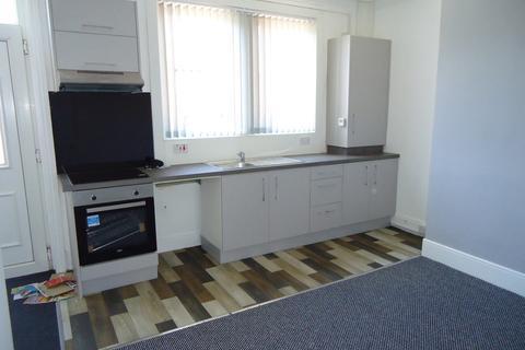 2 bedroom terraced house for sale - Longroyd Avenue, Beeston, LS11 5HA