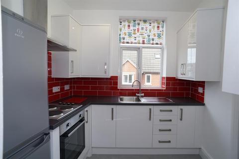 3 bedroom flat to rent - Toyne Street, Crookes, Sheffield, S10
