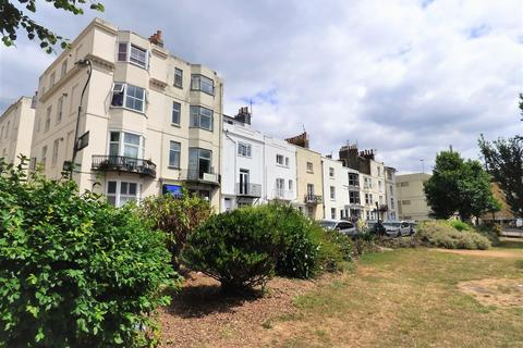 2 bedroom maisonette for sale - Russell Square, Brighton