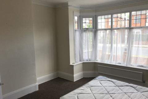 Studio to rent - Cranbrook Avenue, Hull