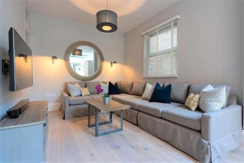 6 bedroom semi-detached house to rent - Julian Avenue, Acton, London