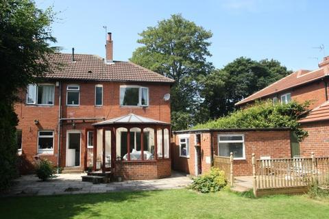 3 bedroom semi-detached house to rent - BELVEDERE VIEW, ALWOODLEY, LEEDS, WEST YORKSHIRE, LS17 8BR